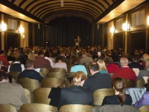 Das Auditorium von hinten beim Vortrag von Prof. Dr. N. Holzberg