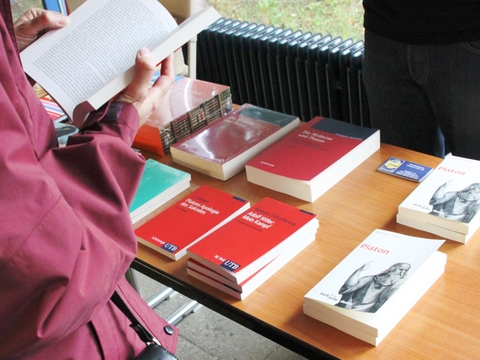 J - Buchhandel - 2